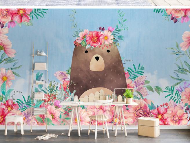 Медведь с венком на голове