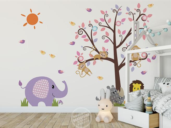 Обезьянки на дереве и слон