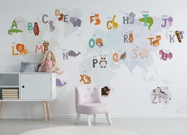 Серая карта мира с животными