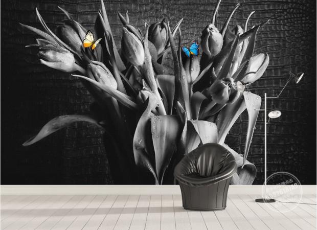 цветы в вазе и бабочки