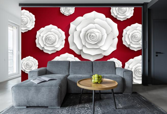 бумажные розы на красном