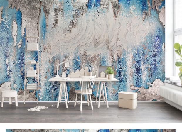 Холодные краски на стене