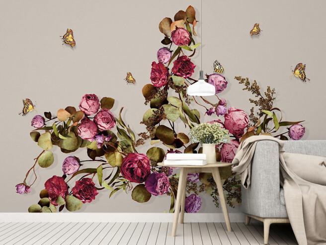 Бабочки над чайной розой