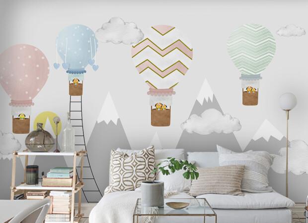 Воздушные шары над серыми горами