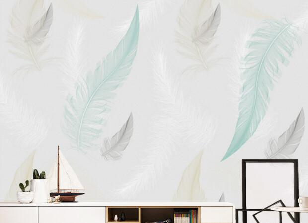 Тонкие перья на стене