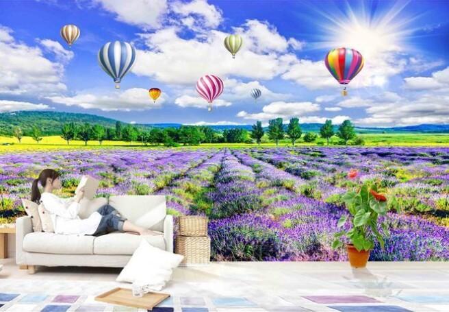 Воздушные шары над фиолетовом полем
