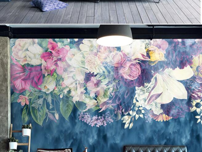 Фотообои Яркие цветы над диваном