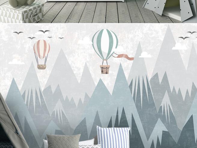 Воздушеный шар с флагом над горами
