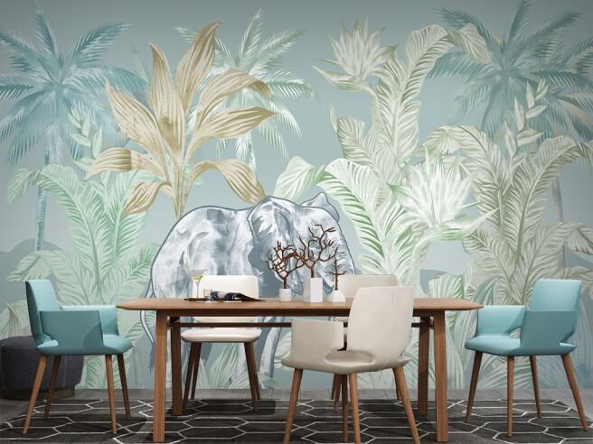 Серый слон в тропиках