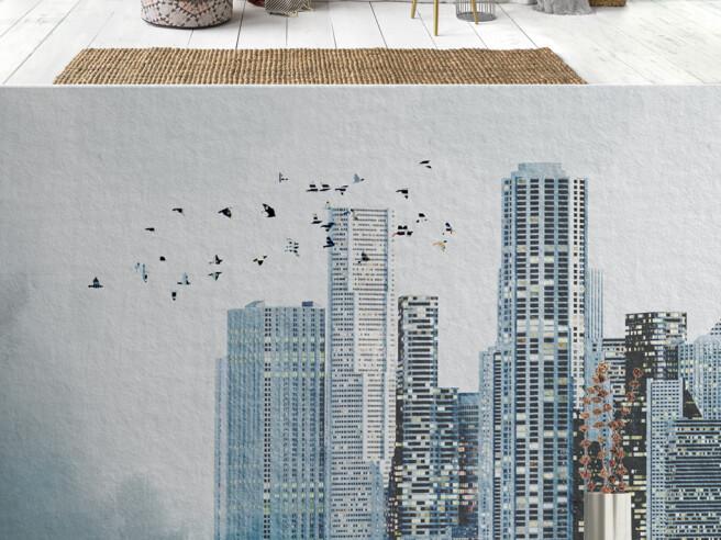 Стая птиц над небоскребом