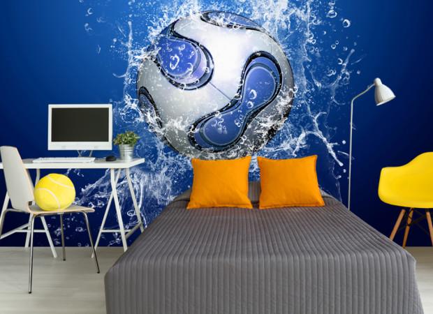 футбольный мяч в воде