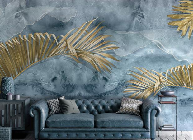 Листья золотой пальмы у дивана