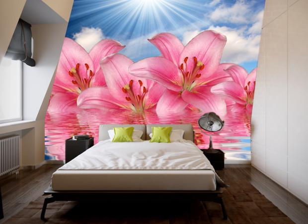 малиновые лилии