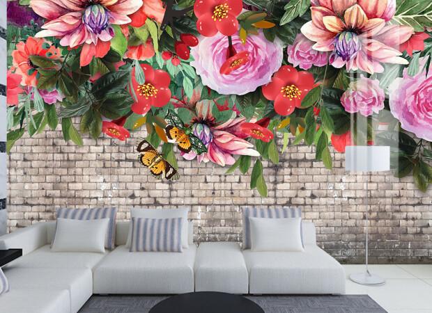 Яркие цветы на кирпичной стене