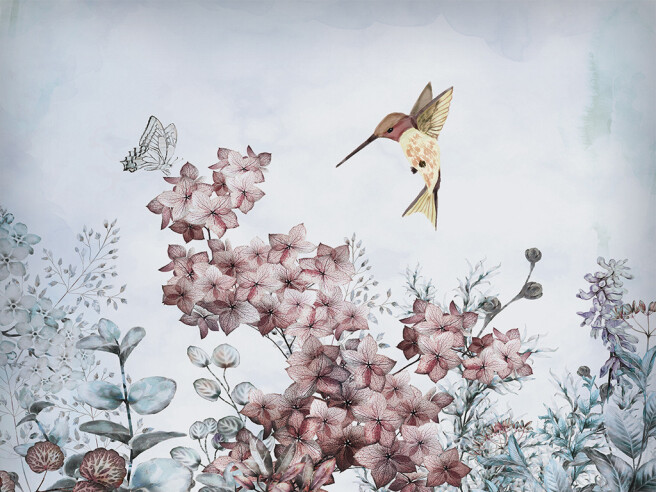Колибри над красным цветком
