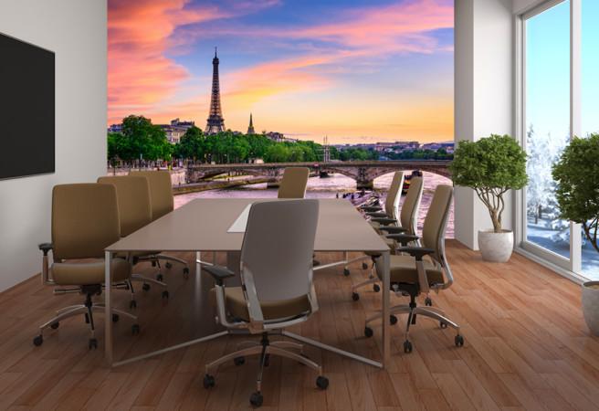 Офис в Париже