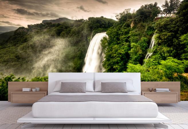 водопад и лес