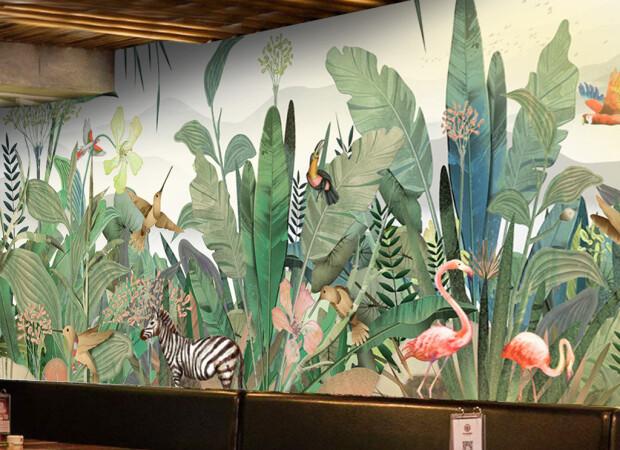 Птицы и зебра в тропических зарослях