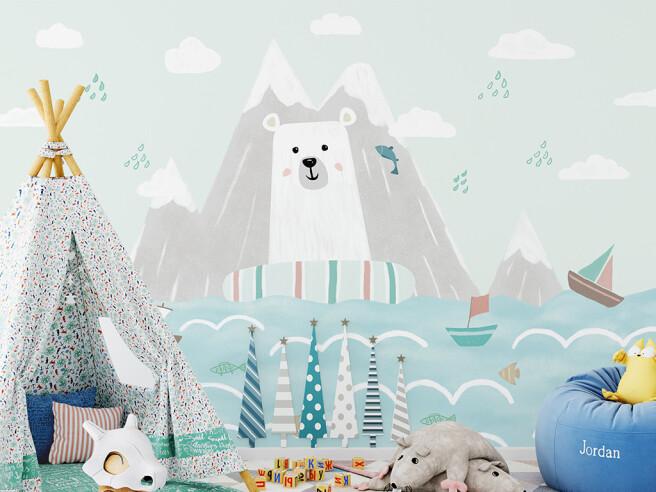 Белый медведь в спасательном круге