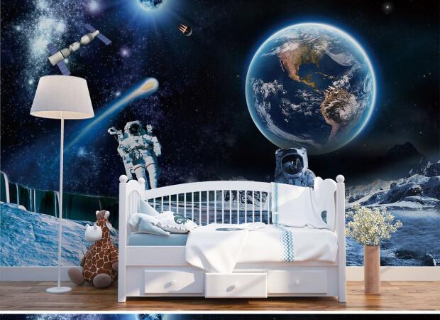 Космонавты на фоне Земли