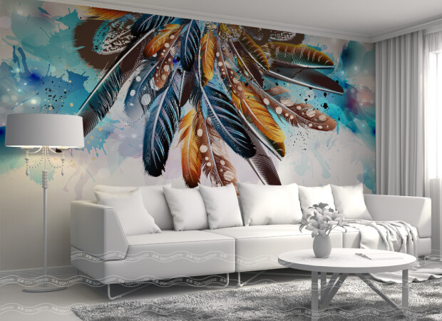 Пестрые перья на стене