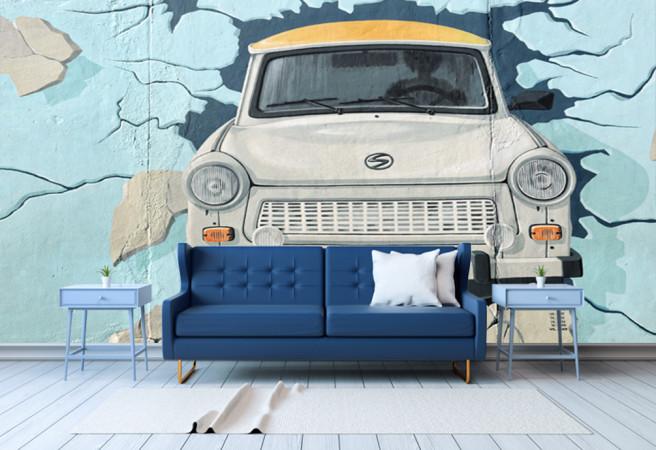 Авто в стене