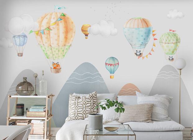 Воздушные шары высоко в горах