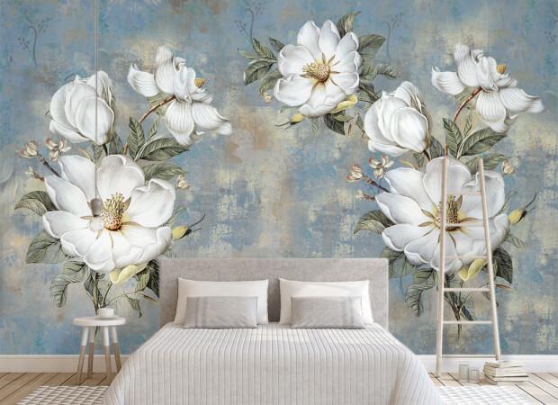 Цветы на покрашенной стене